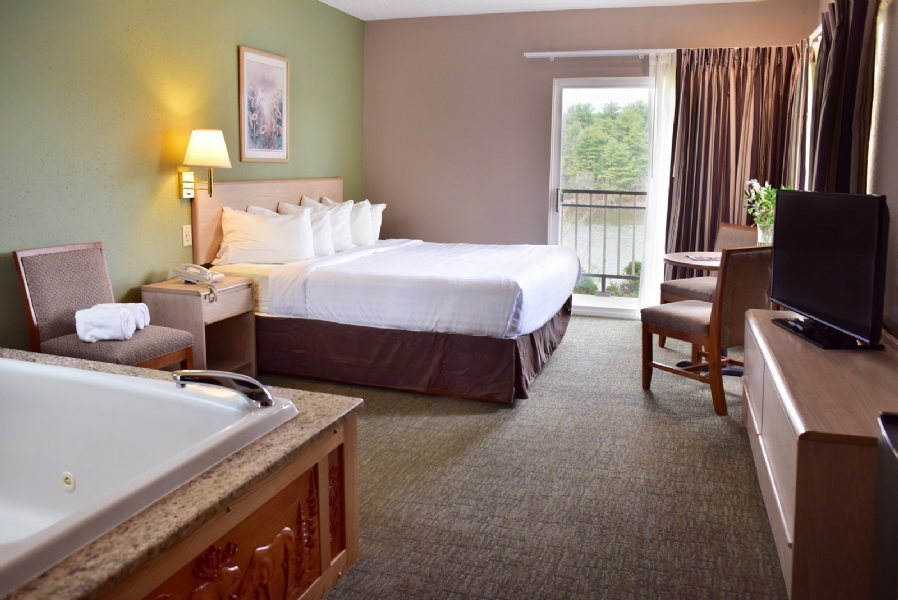 King Whirlpool Suite - Lakeview
